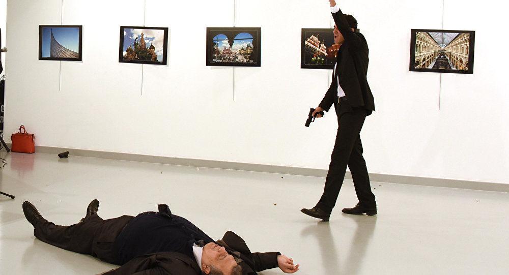 Elçi Karlov'un katilinin karesi yılın fotoğrafı seçildi