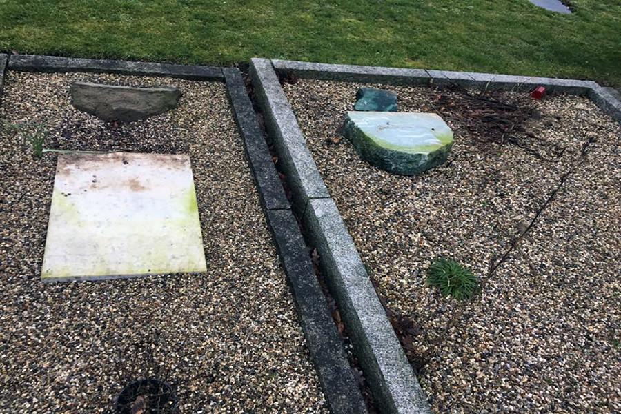 Danimarka'da müslüman mezarlığını paramparça ettiler!